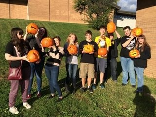 2016 Art Club Pumpkin Carve